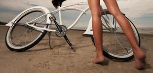 Lett bringás lány a parton...
