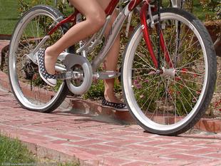 Alexis biciklin meztelen!