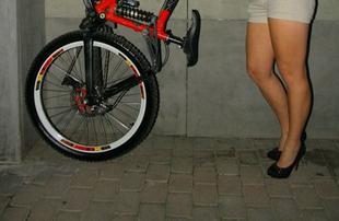 Zsanett szíve a bringáért dobog!