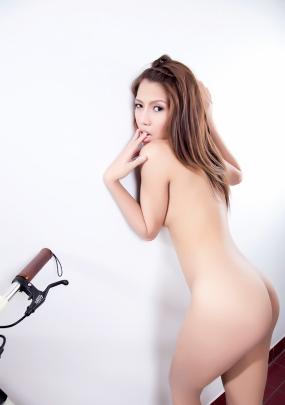 thai bike girl naked bicycle3.jpg