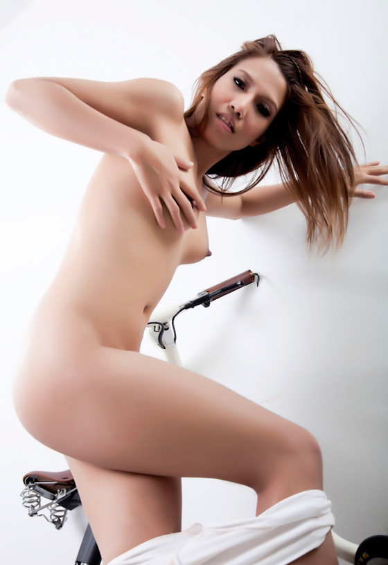 thai bike girl naked bicycle6.jpg