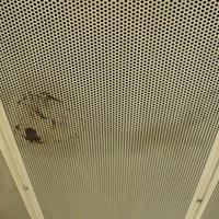 Szétesik és beázik a 2-es metró