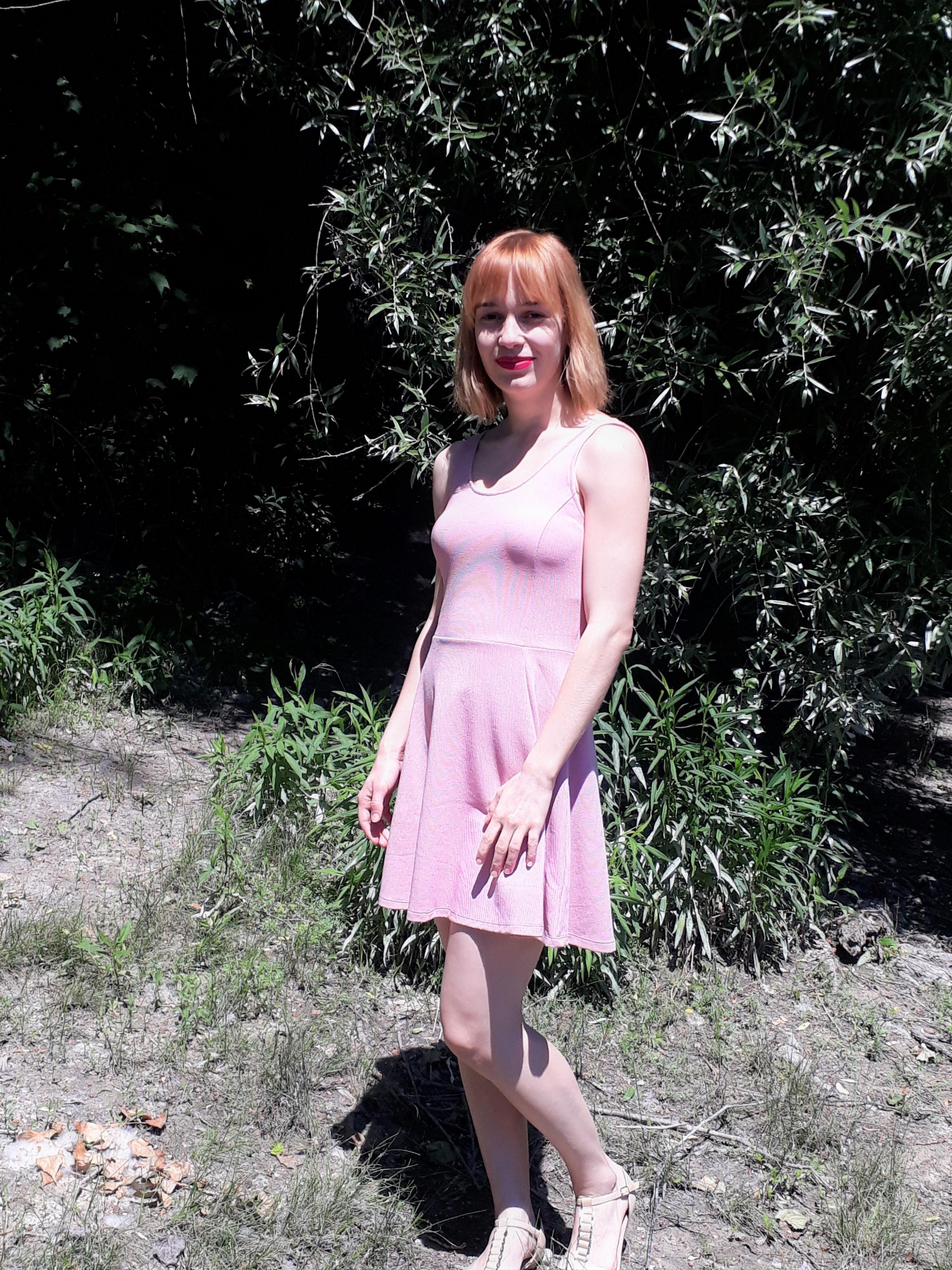 A ruha H&M-es és 3000 Ft, érdemes megnézni, van még pár szín. ;)