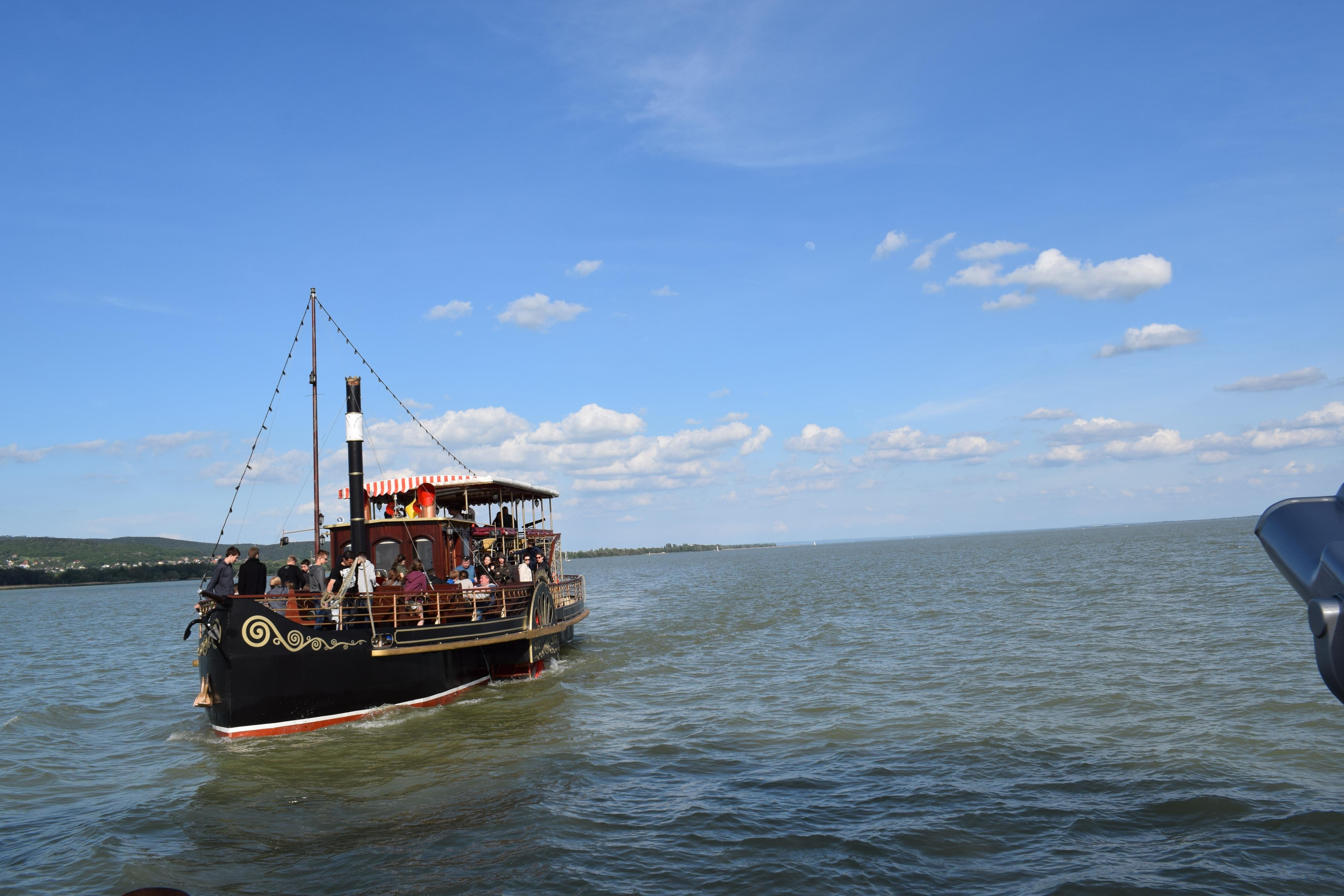 Lehet séta-hajózni is igazi kalóz hajón. ;)