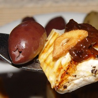 Grillezett Camembert serpenyőben