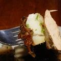 Zöldborsóleves és mustáros pecsenye kacsamáj petrezselymes kiflikrumplival