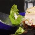 Zöldfűszeres töltött tarja és tarjaszeletek vegyes salátával