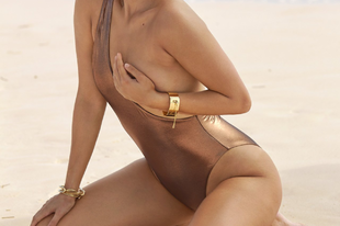Palvin Barbi Top formában idén is Sports Illustrated kiadványában