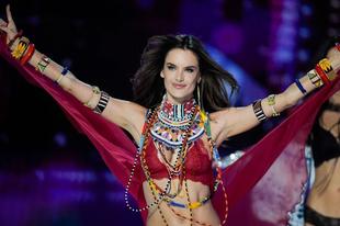Alessandra Ambrosio 17 év után leteszi az angyal szárnyait