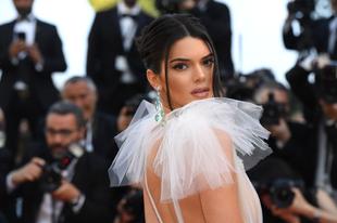 Kendall Jenner kimaxolta a pucérságot Cannes-ban
