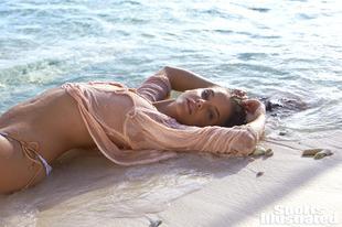 Palvin Barbi top formában a Sports Illustrated anyagában