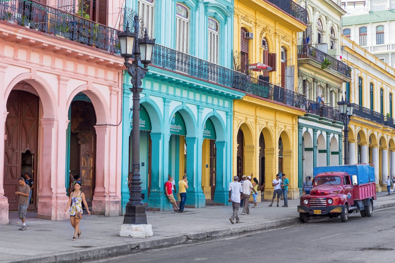 20160329150458-cuba-havana-colorful-buildings-streets.jpeg