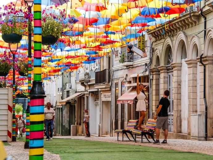 agueda-portugal-umbrella-sky-project-woe7-690x518.jpg