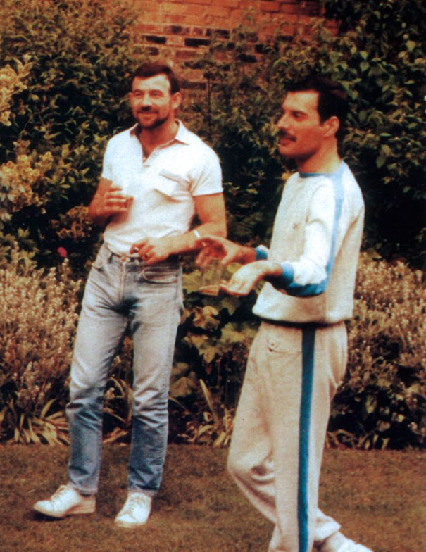 freddie-mercury-jim-hutton-candid-photos-16-592d3b9dc319d_605.jpg