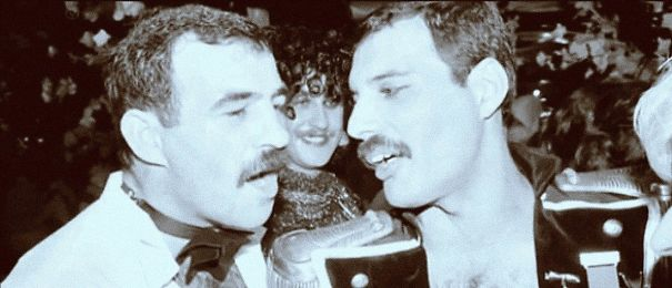 freddie-mercury-jim-hutton-candid-photos-21-592d4aeabed39_605.jpg