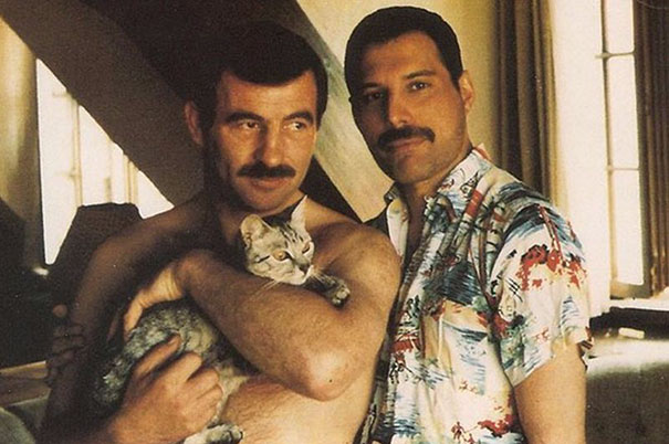 freddie-mercury-jim-hutton-candid-photos-8-592d3b8e766c4_605.jpg