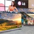 Az LG a tévék árát csökkenti, a Toshiba pedig a tv gyárai számát