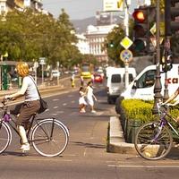 Kártékonyak az érdi kerékpárosok? Van, aki szerint a városi kerékpározás növeli a szmogot, a dugót, fenntarthatalan és sok kárt okoz.