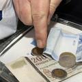 KÖZSZFÉRA BÉREMELÉSI ÖTLET: Emelnék a béreket, de csak kijelölt boltokban költhetnék el Győrben is