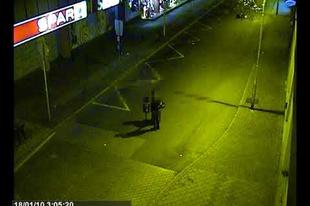 Hétköznapi bűnügyek VIDEÓVAL: Győr belvárosában rongálták kukákkal az autókat, fülön csípték őket