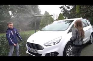 Kifogyott az ablakmosó az autójából esős időben? Itt a megoldás, ami eddig is az orrunk előtt volt