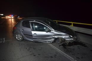 Szalagkorlátnak ütközött egy autó Győrben-ivott a söfőr