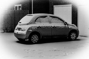 Nő pánikban - avagy mit csináljunk, ha nem nyílik az autó ajtaja...
