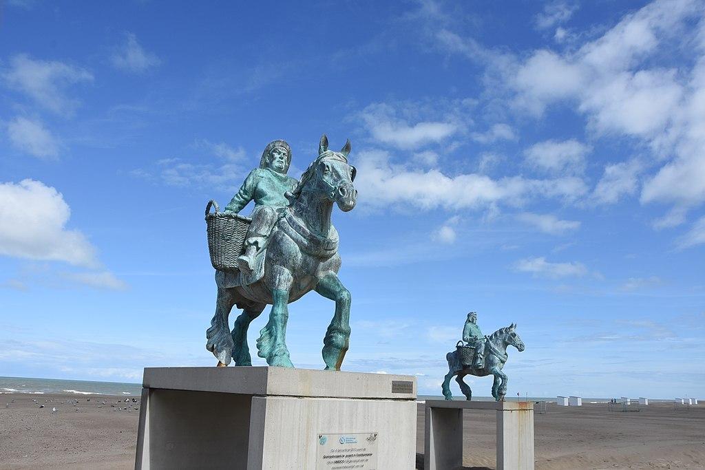 1024px-statue_to_horsefishermen.jpg