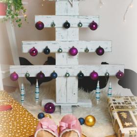 Készíts lécekből karácsonyfát, alternatív megoldás karácsonyfára
