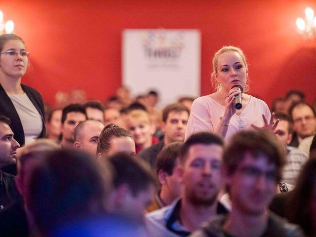 Ördög Nóra és Kasza Tibi fiatal vállalkozóknak segítenek