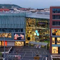 Mellbimbópörgettyűk, testvajak, uncsi német tinidivat - új boltok nyílnak az Alleeban