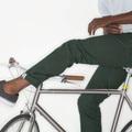 Ránézésre hétköznapi, titokban bringás ruhákkal csábítja a Levi's a városi bicajosokat