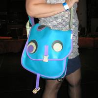 Cangirás táska és Converse cipő a Pszinapszison