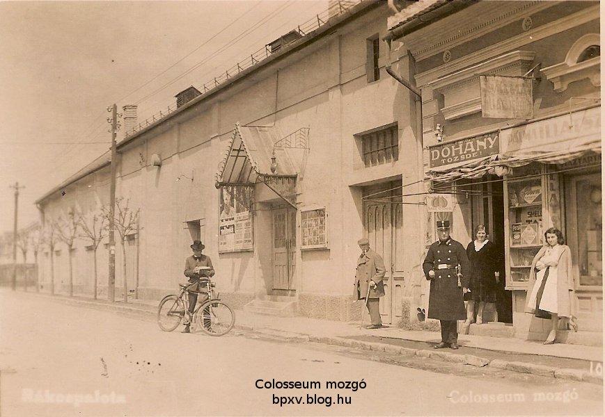 eotvos_utca_colosseum_mozgo_felirattal.jpg