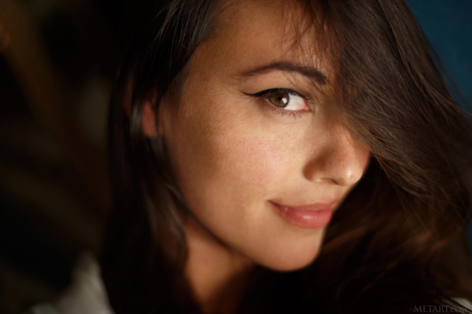 Lorena az ágyon