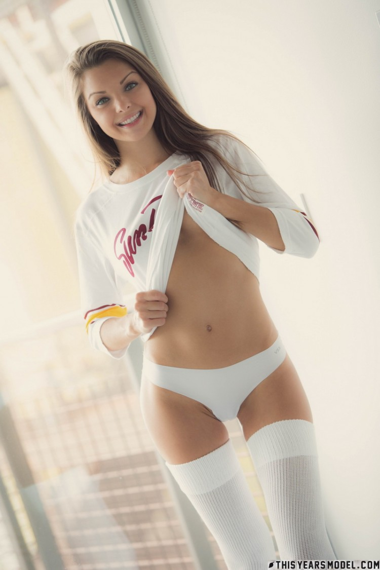shaved-brunette-michelle-jean-with-gorgeous-labia-wearing-white-panties-7.jpg