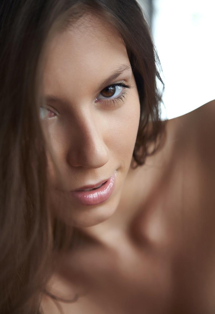 busty-brunette-lizzie-ryan-with-big-naturals-1.jpg