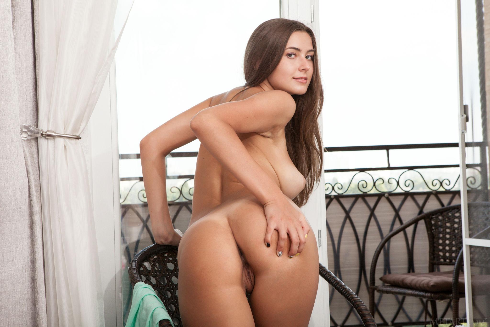 Art muse met nude