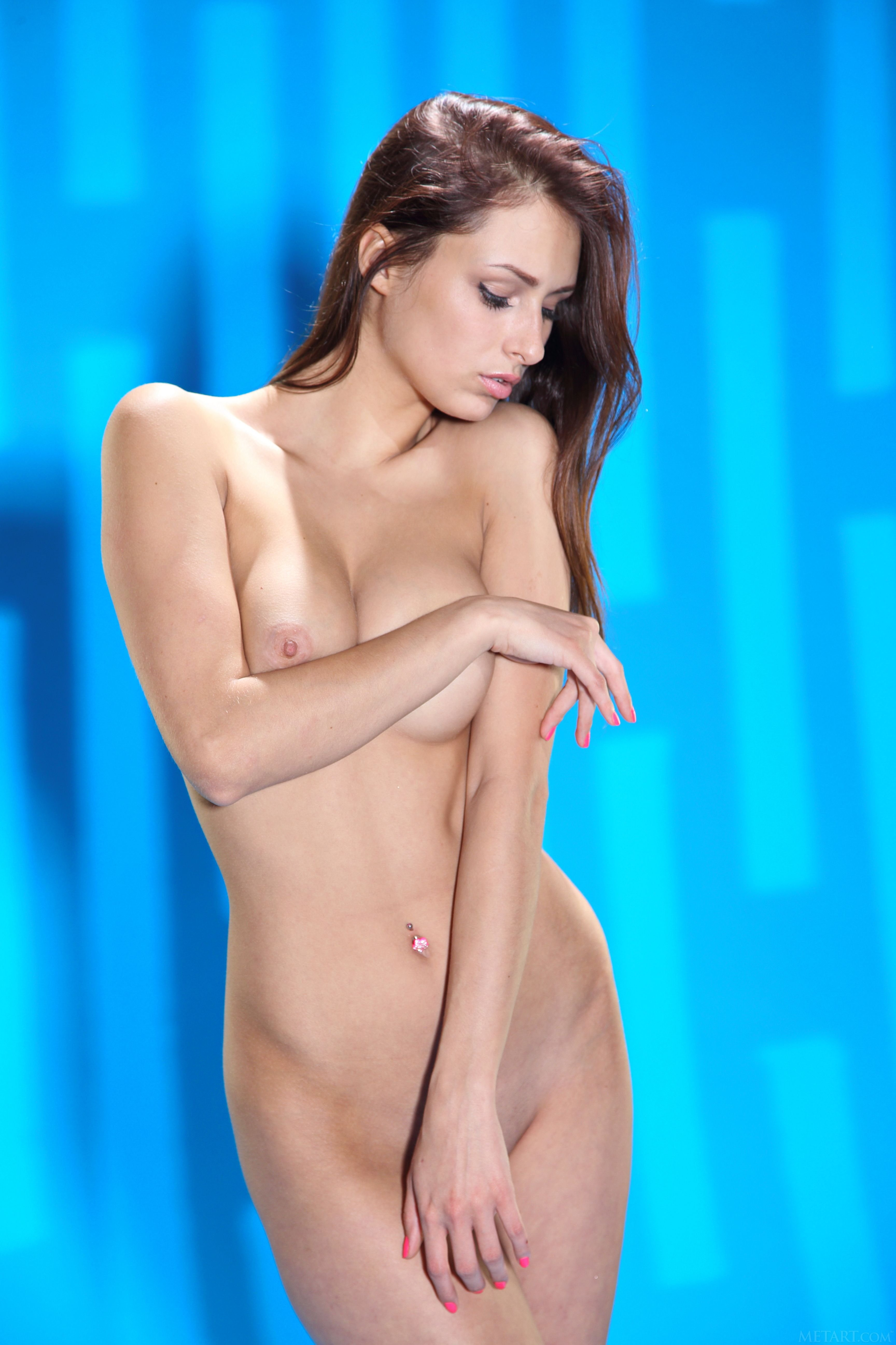 gorgeous-shaved-brunette-babe-yarina-a-with-perfect-breasts-from-met-art-11.jpg