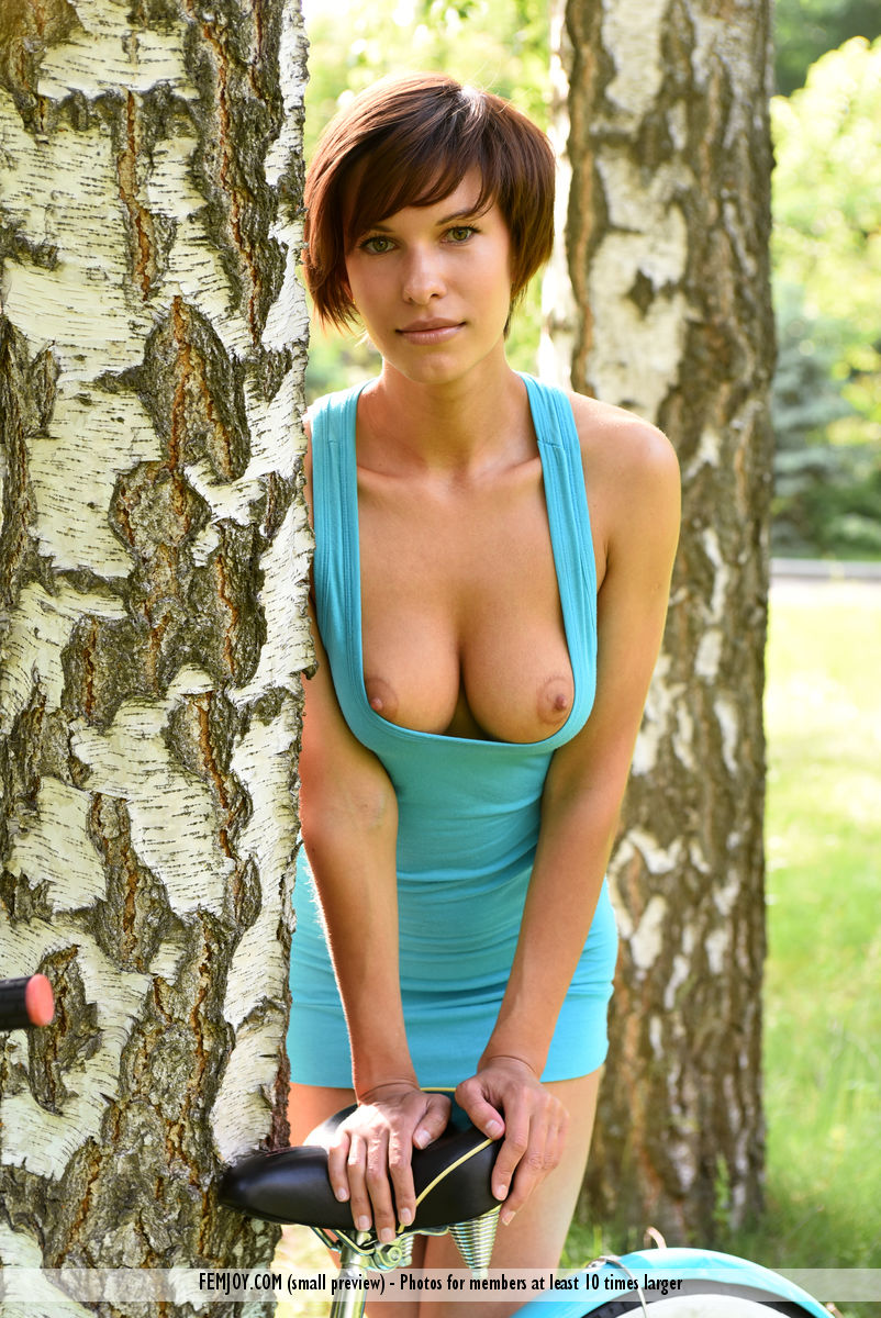 shaved-gorgeous-brunette-babe-suzanna-a-with-perfect-breasts-wearing-minidress-10.jpg
