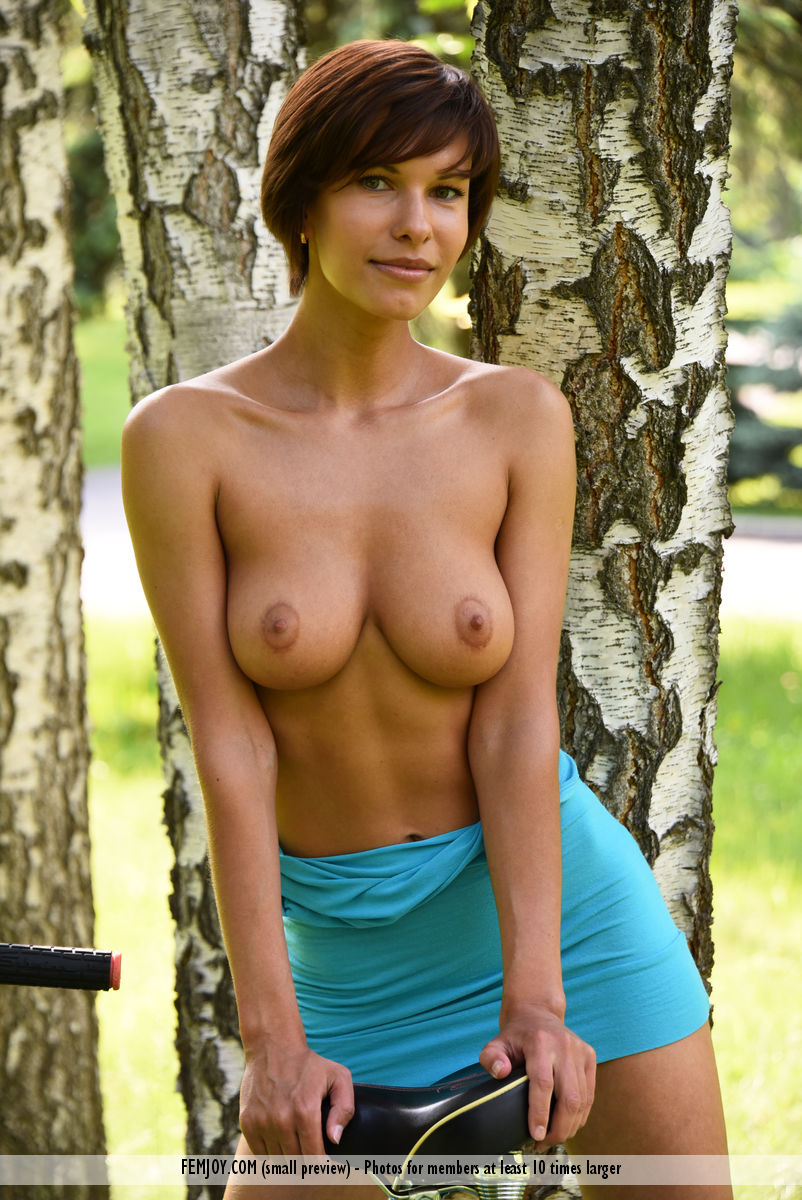 shaved-gorgeous-brunette-babe-suzanna-a-with-perfect-breasts-wearing-minidress-4.jpg