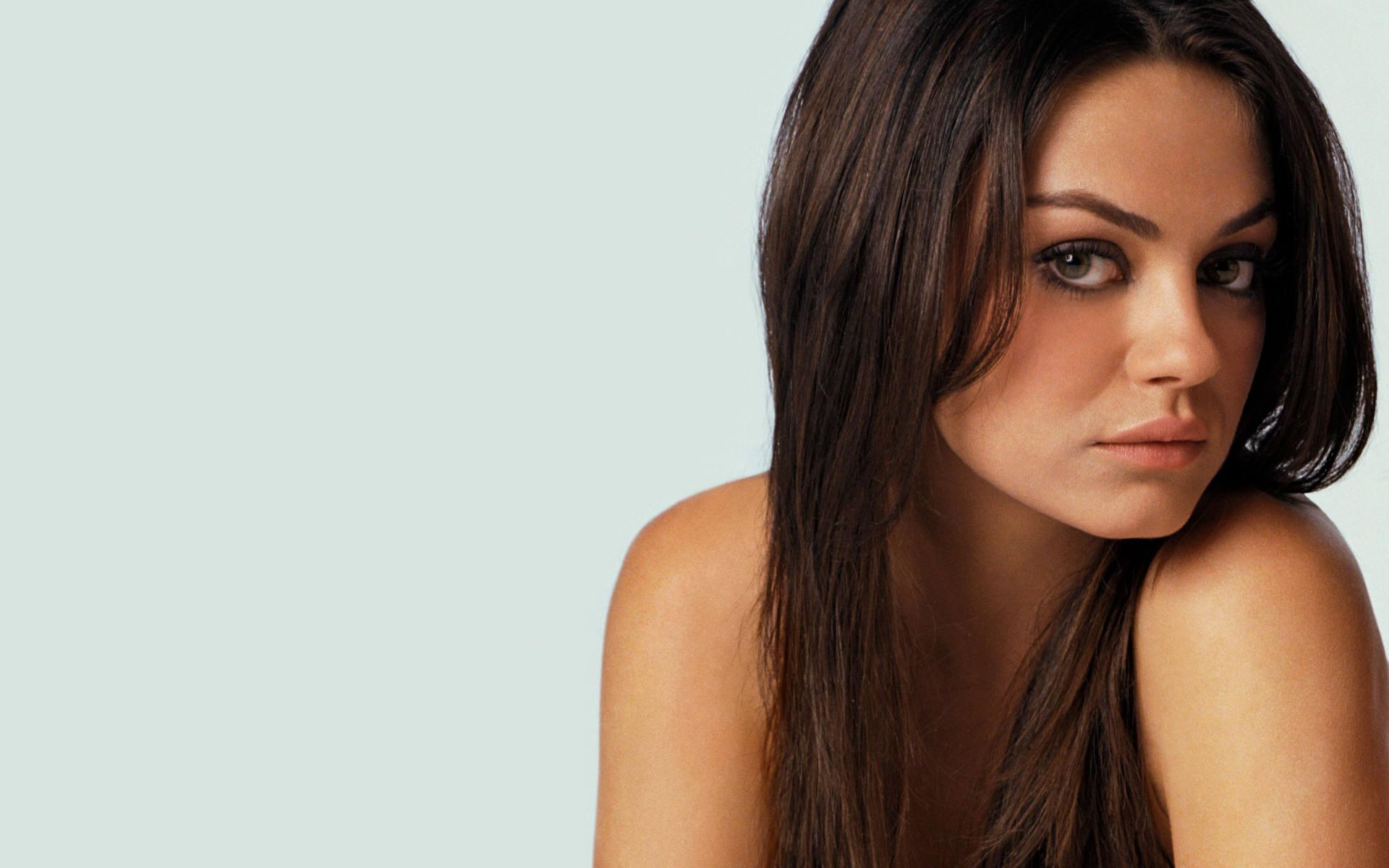 CelebSzombat - Mila Kunis
