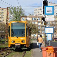 Húsvéti szösszenet: színes egyenruhában járnak a tömegközlekedési eszközök