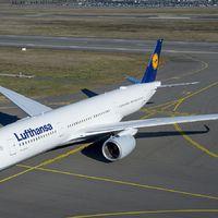 A világ egyik legmodernebb utasszállító repülőgépe látogat el Budapestre