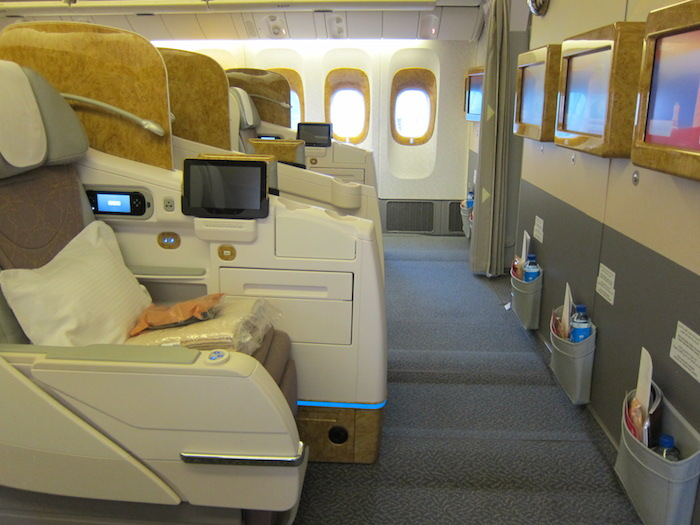 emirates-777-business-class-2.jpg