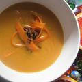 Narancsos sárgarépa krémleves karamellizált gyömbércsipsszel