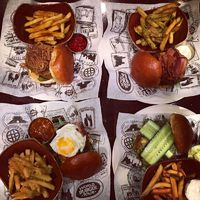 World Burger Tour a Hard Rock Cafeban!