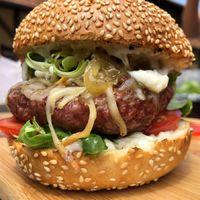 Elkészült a tállyai Oroszlános Borhotel burgere!