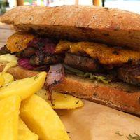 Rock Burger Beach, Budakalász