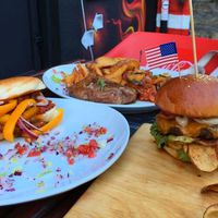 Famous - American & Street Kitchen, Szeged